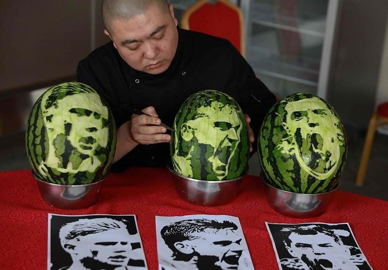 Chinese Food Artists Depicts Faces of Russia's World Cup Stars on Watermelon (+Photos)