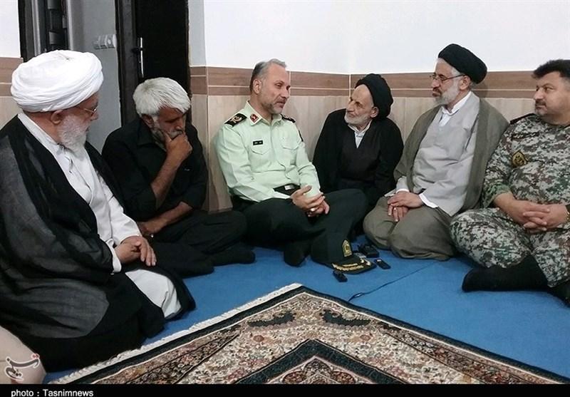 حضور مسئولان خراسان جنوبی در منزل شهید یوسفی به روایت تصویر