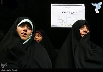 خواهر و خواهرزاده مسیح علینژاد در همایش دختران انقلاب