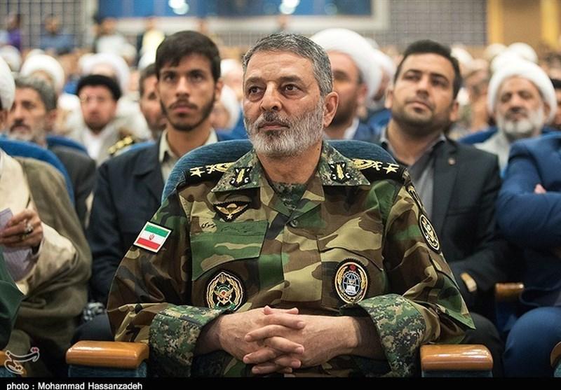فرمانده ارتش روز پاسدار را به سردار سرلشکر باقری تبریک گفت