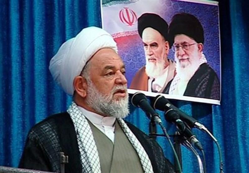 امام جمعه بجنورد: رابطه با آمریکا هیچ فایدهای جز ضرر ندارد