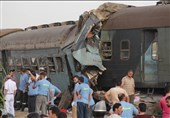 جراء السکک المتهالکة.. قطار یخرج عن السکة ویصیب 55 مواطن فی مصر