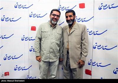 حاج حسین یکتا و سید محمود رضوی در مرا سم رونمایی از کتاب(مربع های قرمز)