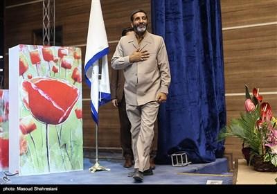 حاج حسین یکتا در مرا سم رونمایی از کتاب(مربع های قرمز)