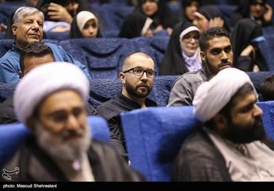 حضور سهراب اِم جِی خواننده در مراسم رونمایی از کتاب (مربع های قرمز)خاطرات حاج حسین یکتا