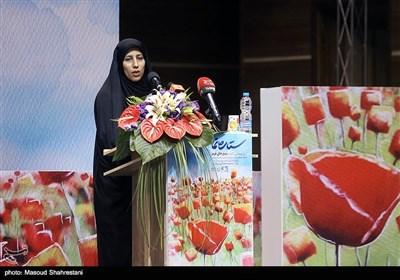 سخنرانی زینب عرفانیان نویسنده کتاب در مراسم رونمایی از کتاب (مربع های قرمز)خاطرات حاج حسین یکتا