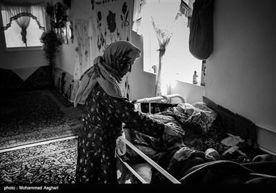 شهرستان کیاسر-روستای مالخواست-حسین علی رضایی 30 ساله پدر و مادر حسین فامیل درجه سوم هستند.مادر حسین در خانه به او رسیدگی میکند.