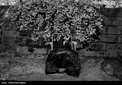 استان مازندران-شهرستان کیاسر-روستای چورت-دستشویی فرنگی خانه یکی از معلولان که در حیاط نگه میدارند.