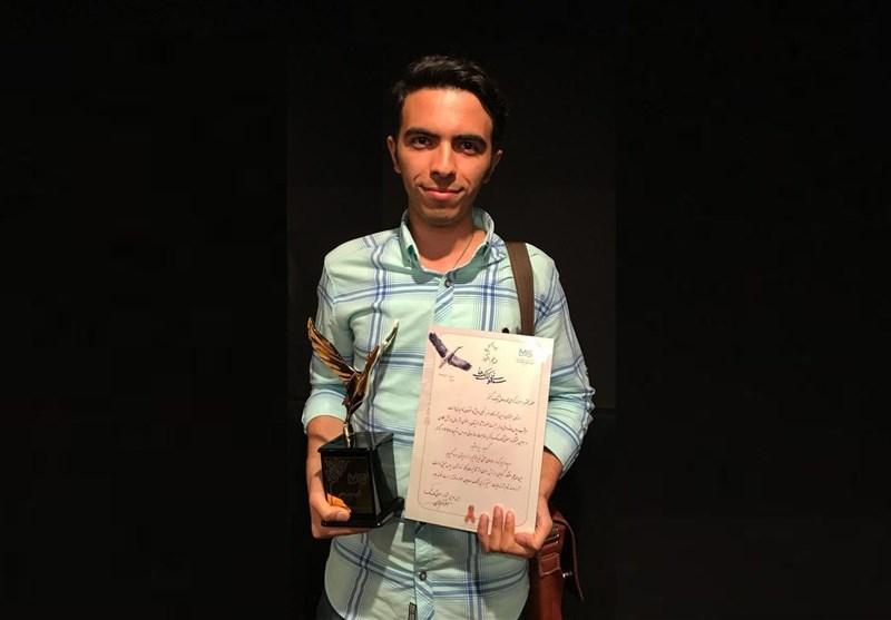 تندیس «سمفونی لکلکها» در دست عکاس باشگاه خبرنگاران پویا