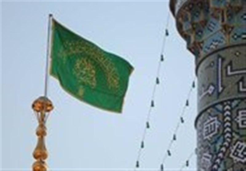 مراسم اهدای پرچم عزای حسینی به هیئتهای عزاداری در حرم رضوی برگزار شد