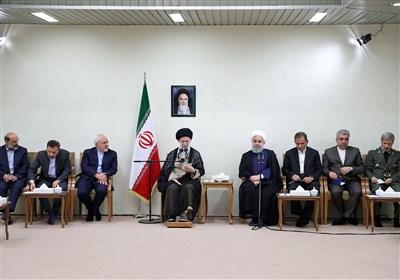 """امام خامنهای: دولت """"به شرط انجام اقداماتِ لازم"""" میتواند بر مشکلات فائق آید/ """"برخورد قاطع با متخلفان"""" ضرورت است"""