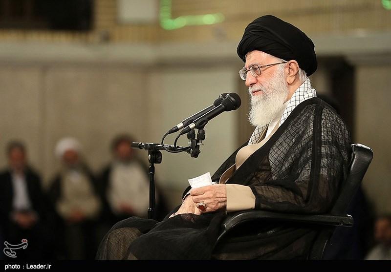 """امام خامنہ ای: شیطانی سیاست """"صدی کی ڈیل"""" ہرگز کامیاب نہیں ہوگی/ اسلام پر یقین نہ رکھنے والی بعض اسلامی حکومتیں امریکہ کے فدائی بن گئی ہیں"""