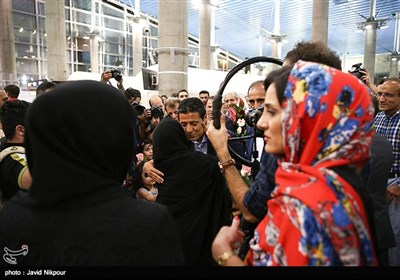Iranian Referee Warmly Received by Fans at Tehran Airport