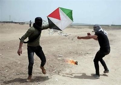 بالصور.. شاهد کیف یتم اطلاق الطائرات والبالونات الحارقة فی غزة