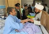 خدام حرم رضوی از بیماران بیمارستان امام حسین(ع) کرمانشاه عیادت کردند