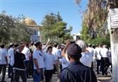 مئات المستوطنین یدنسون الأقصى بحراسة إسرائیلیة