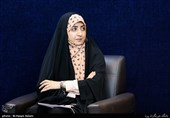 شعرخوانی فضهسادات حسینی در نوزدهمین محفل شعر «قرار»+فیلم