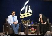 فضه سادات حسینی مجری محفل شعر قرار و قاسم صرافان شاعر معاصر