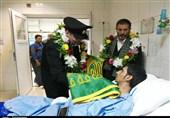 پرچم تبرک شده حرم امام رضا(ع) در دستان بیماران بیمارستان طالقانی اهواز