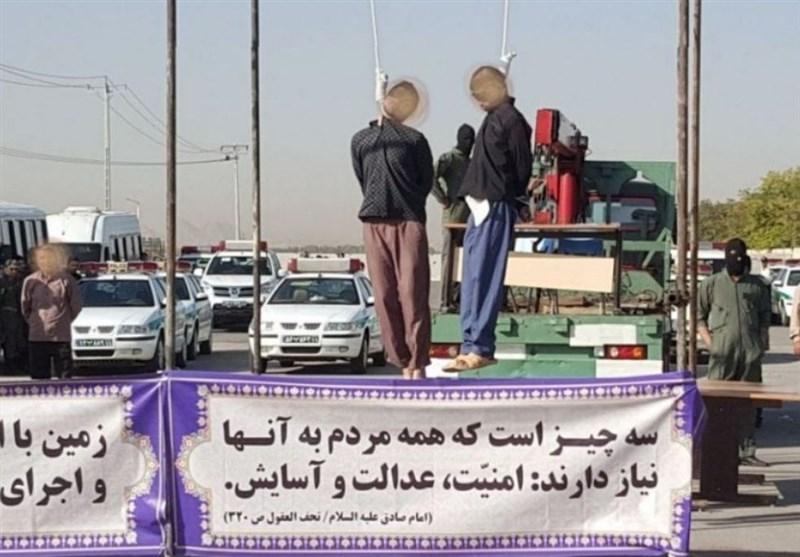 2 قاتل کودکان مشهدی صبح امروز در ملاءعام به دار مجازات آویخته شدند+ عکس