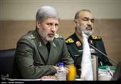 وزیر دفاع: هدف از هجمههای دشمن ایجاد فاصله بین مردم و نظام است