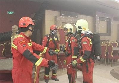 نجات 40 نفر به دنبال آتش سوزی در تالار پذیرایی + تصاویر
