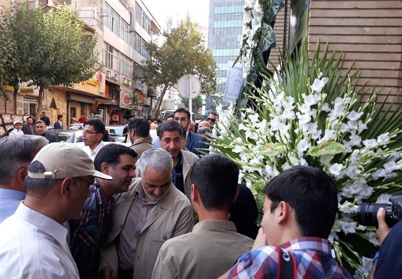 حضور سردار سلیمانی در مراسم ختم پدر وحید حقانیان + عکس