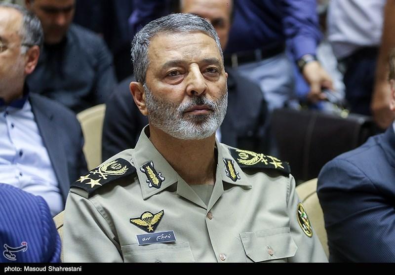 قائد الجیش الإیرانی: سماء البلاد محمیة من قبل قاعدة الدفاع الجوی ولا یمکن إختراقها