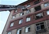 نجات ساکنان محبوس شده میان دود غلیظ ساختمان مسکونی + تصاویر