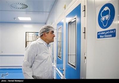بازدید سیدحسن قاضیزاده هاشمی وزیر بهداشت از خط تولید سه داروی جدید ایرانی(نئوتادین با خاصیت آنتی هستامین و گلوریپا و سینوریپا داروهای کاهشدهنده قند خون)