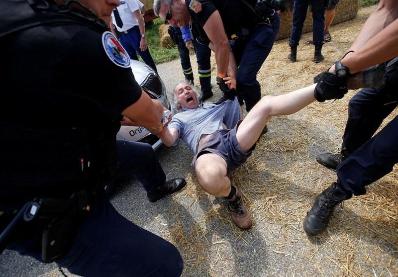 روایت تصویری از حمله پلیس فرانسه به کشاورزان معترض در مسیر توردو فرانس