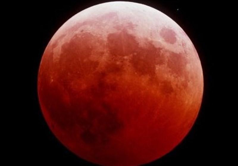 القمر الدامی