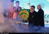 پرچم حرم امام رضا(ع) در میان رزمندگان عراقی +عکس