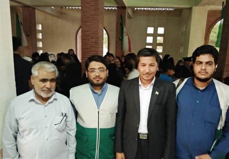 بوشهر| مدال آستان قدس رضوی بر سینه برادر شهید مهدوی در دشتی نصب شد