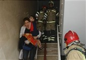 نجات 32 نفر از بین راهپلههای دود گرفته در غرب تهران + تصاویر