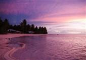 الشاطئ الوردی فی إندونیسیا
