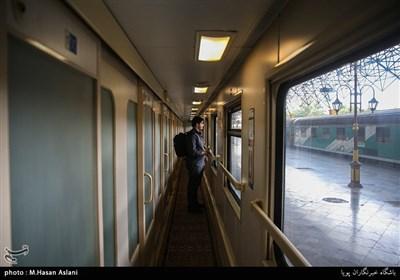 مسافران تابستانی در ایستگاه راه آهن تهران