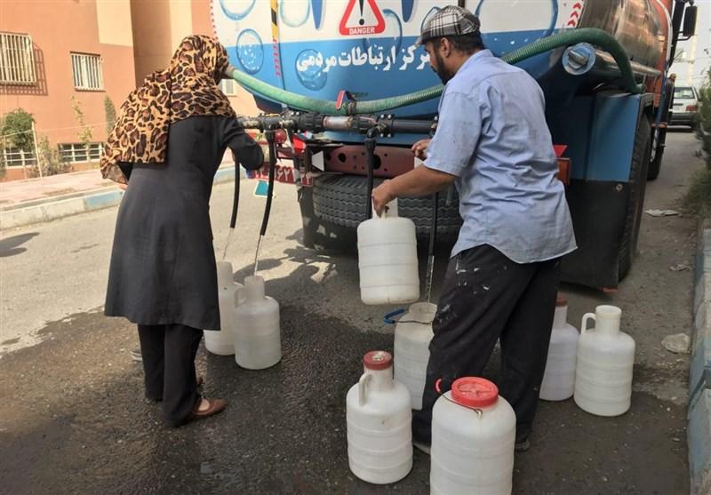 قطعی مکرر آب در برخی خیابانهای منطقه پردیس اهواز / وعده مسئولان آبوفاضلاب برای رفع مشکل + فیلم