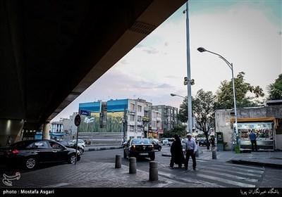 نمایی از پل یادگار امام که از روی خیابان ستارخان میگذرد