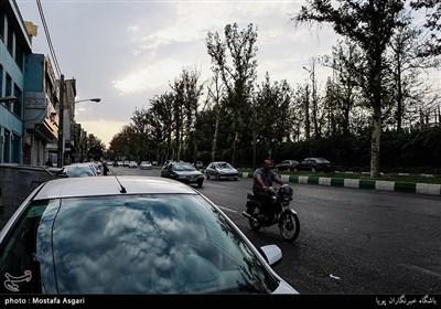 این خیابان ازمیدان دوم صادقیه آغاز شده و به میدان توحید منتهی می شود.