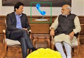Indian PM Narendra Modi Calls Up Pakistan's Imran Khan, Talks Peace, Development