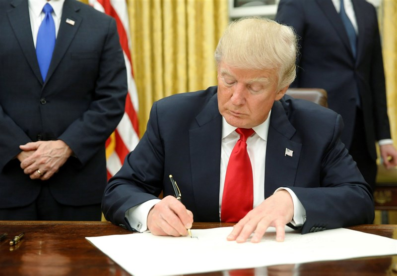 US President Trump Signs Executive Order Reimposing Iran Sanctions
