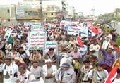 تظاهرات گسترده در الحدیده علیه سعودیها و امارات؛ «جنایات شما بی پاسخ نخواهد ماند و خونهای ما پیروز خواهد شد»