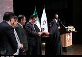 تجلیل از عکاس و خبرنگار تسنیم در جشنواره خبرنگاران برتر در حوزه ایثار و شهادت