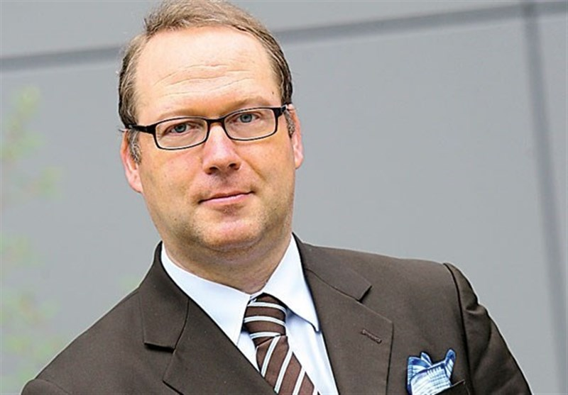 German Economist Warns Iran against Trusting US Again