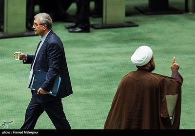 علی ربیعی وزیر تعاون ، کار و رفاه اجتماعی در جلسه استیضاح خود