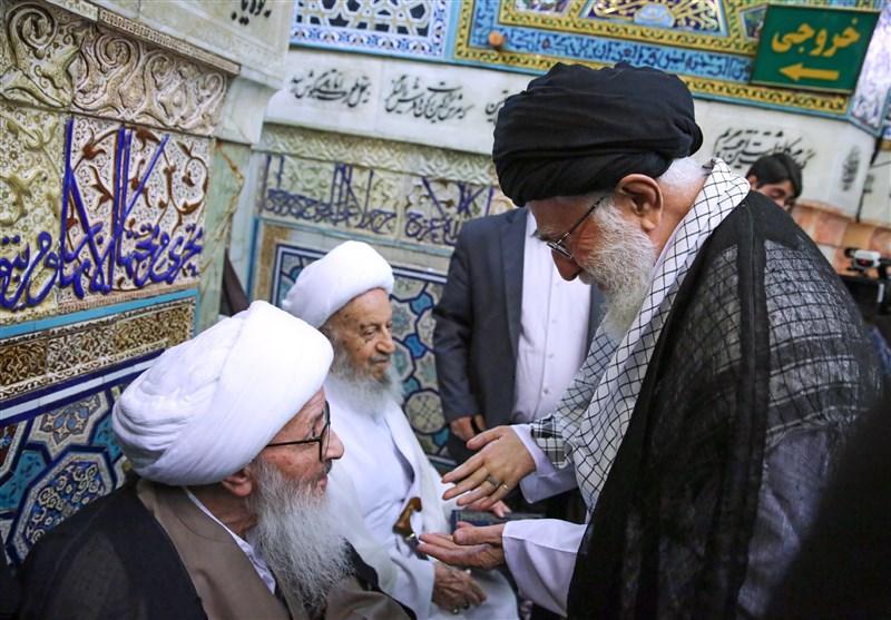 دیدار آیتالله وحید خراسانی با امام خامنهای در مراسم غبارروبی حرم مطهر رضوی