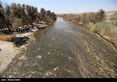 30میلیون متر مکعب از آب زاینده رود به منظور حفظ باغات استان اصفهان رها سازی شد .آب زاینده روز به مدت ده روز باز است و تا سد نکوآباد پیشروی میکند اما به شهر اصفهان نمیرسد .