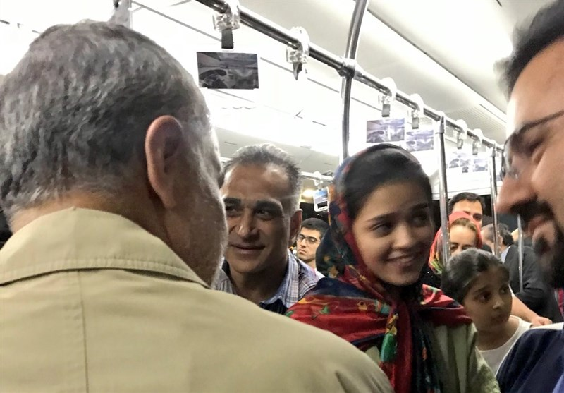 سفر سردار سلیمانی با هواپیمای عمومی و گفتگوی بیواسطه با مردم عادی + عکس