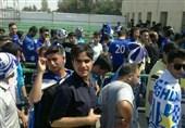 حاشیه دیدار استقلال - تراکتورسازی| دسته گل «گرو» برای هواداران استقلال و امیدواری تراکتوریها با حضور دژاگه و شجاعی + تصاویر